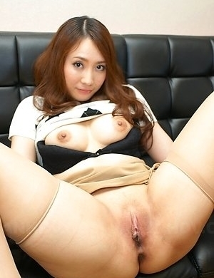 Nasty Asian Akari Niiyama shows shaved pussy