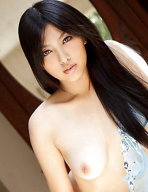 Saori Hara is practicing striptease with pleasure outdoors